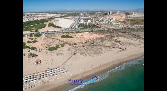 Buy beachside holiday home Spain