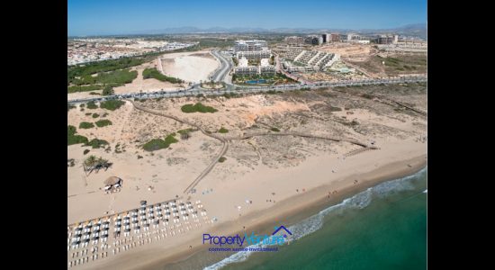 Buy beachside holiday home Spain