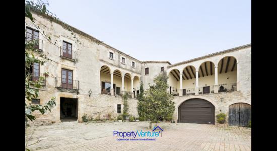 Barcelona-Girona Royal Historic House